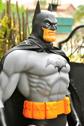 LIFE SIZE BATMAN STATUEACTION FIGURE COMIC