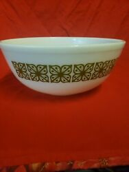 Pyrex Verde Green Square Flowers 404 Mixing Bowl