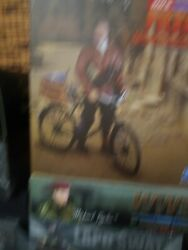 Did 1/6 Wwii French Resistance Pierre Brad Pitt With Bike Model. Look
