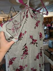 Rue 21 Grey Red Floral Top Xl Criss Cross Shoulder $6.00