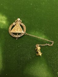 Vintage 10k Gold Jobs Daughters Iyob Filiae Member's Pin With 3 On Chain