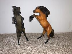 Breyer horses set of 2 different colors but same body shape