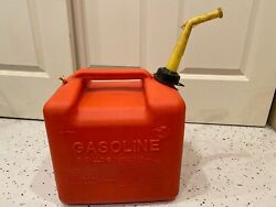 1 Chilton 5 Gallon Red Plastic Vented Gas Can W/ Spout Screen And Cap P500