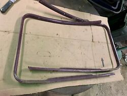 1952 Willys Areo 2-d, Ht Front Window Garnish Molding
