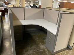 5.5and039 X 5.5and039 X 52h Cubicles / Workstations Partition System By Steelcase Avenir