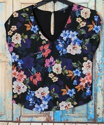 One Clothing Womens Size Small Floral Top Button Closure Short Sleeve V Neck
