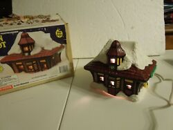 Wee Gifts Painted Brookshire Train Depot With Light And Original Box 21576