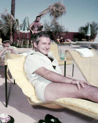 234468 Liberace Graphic In Palm Springs By His Pool Affiche Poster