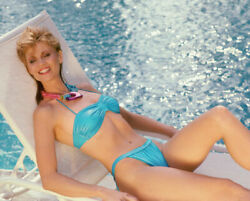 236463 Markie Post Sexy In Bikini By Pool Affiche Poster