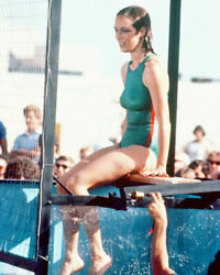 236671 Catherine Bach In Swimsuit By Pool Affiche Poster