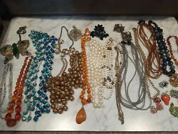 Vintage Costume Jewelry Lot All 100 Wearable Necklaces And Brooches 30 Piece