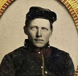 Civil War Soldier With Piercing Light Eyes Ambrotype Daguerreotype In Itand039s Case