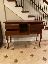 Late 20th Century Queen Anne Sideboard Buffet Or Credenza By Lexington
