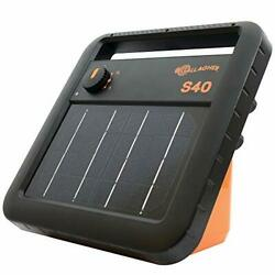 Gallagher S40 Solar Electric Fence Charger | Powers Up To 25 Mile / 80 Acres Of