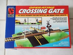 Ho Scale Life-like Trains Operating Crossing Gate With Super-detailed Base 8209