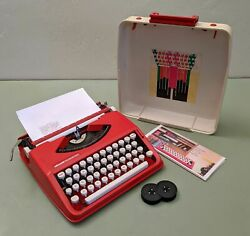 Olivetti Bambina Manual Portable Typewriter Ready To Type - Fire Engine Red
