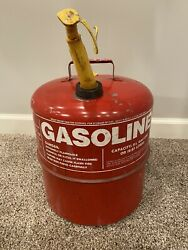 Vintage Chilton 5 1/4 Gallon Metal Vented Gas Can Used