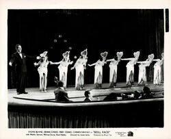 Orig. 1945 Photo Perry Como And Vivian Blaine W/ Chorus Girls In Doll Face