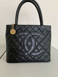 Medallion Quilted Cc Hand Tote Bag Purse Black Caviar