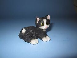 MINIATURE RESIN BLACK AND WHITE LAYING CAT FIGURINE ~ FAIRY GARDEN