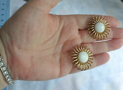 Signed Emons Milk Glass Wired Daisy Flowers Buttons Bold Clip On Earrings