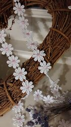 25mm/1 White Pink Centre Guipure Daisy Chain Lace Trimming. Sewing/crafts