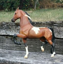 Breyer Traditional high stepping saddle bred horse tobiano bay paint mare
