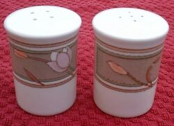 Mikasa - Meadow Sun Qty 1 Set Salt And Pepper Shakers Cac02 / Excellent Cond
