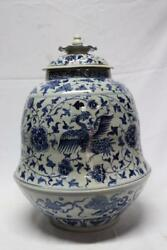 RARE Antique Chinese Blue and White Porcelain Vase Early Ming dynasty Foo Dogs