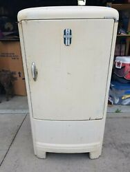 Vintage Collectible Late 30's Gm Frigidaire Refrigerator Model 5-39 Works Great