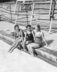 Crp-13118 1940and039s Vintage Americana 3 Ladies In Swimwear Sitting By The Pool Crp-