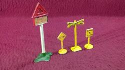 Vintage Diecast Signs - Britains And Canada Real Types Road Signs