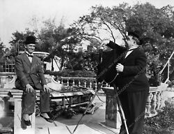 8b03-475 Stan Laurel Sits For Portrait By Oliver Hardy 8b03-475