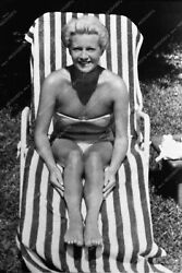 1894-32 Lana Turner In Bathsuit Candid At Home 1894-32 1894-32