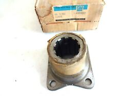 Nos 1956 - 1974 Chevy Medium And Big Size Trucks Axle U-joint Yoke Flange