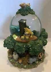 Classic Disneyand039s Winnie The Pooh And Friends Tree House Musical Snow Globe Rare