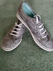 Vans off the wall Paisley Print Gray Silver low cut Size 7 1 2 Women#x27;s Sneakers