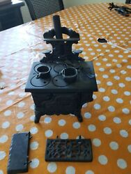 Vintage Queen Cast Iron Miniature Stove W Accessories Mint Shape Free Shipping