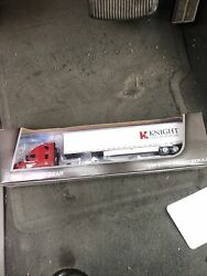 Dcp Knight Transportation Freightliner Utility Dry Goods Trailer 1/64 Farm Toy