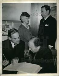 1944 Press Photo Us Steel Chairman Irving Olds Talks With Stockholder Steinberg