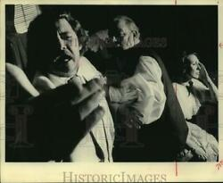 Press Photo Mike Howard Gerald Rudes Marianna Blase In Cherry Orchard