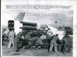 1958 Press Photo Nike-hercules Men Assembles One Of The Missile At Formosa