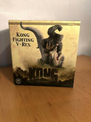 King Kong Fighting V-rex Statue Weta Collectibles Statue Figure Like New In Box