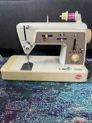 Vintage Singer Touch And Sew Deluxe Zig -zag Sewing Machine Model 646