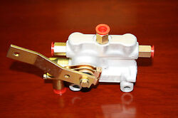 Mercedes Air Suspension Right Front Leveling Valve For W100 W109 And W112