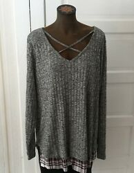 Relativity Women's Blouse Top Size 2x Gray And White, Plaid Hem Section V Neck