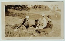 Orig Snapshot Photo Girls Listening To Cecilian Victrola Phonograph 1935 Outdoor