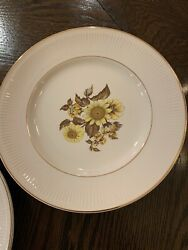 """Vintage 1960 Royal Warwick Sunflower Dinner Plate 10"""" Mint Made In England"""