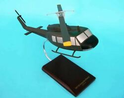 Executive Series Uh-1d Iroquois 1/32 Scale Model | Bn | D0532h3r