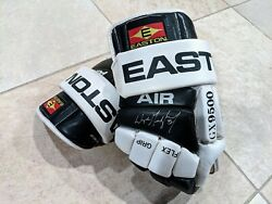 Rare Wayne Gretzky Hand-signed Easton Air Los Angeles Kings Gloves Uda And Jsa Wow